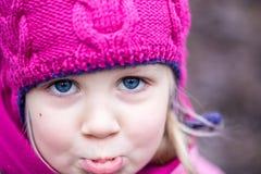 Портрет маленькой унылой девушки внешней Стоковое Фото