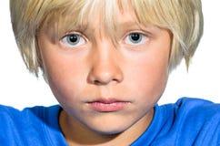 Портрет мальчика близкий поднимающий вверх стоковая фотография