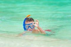 Портрет мальчика в snorkeling маске Стоковое Изображение