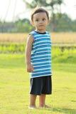 портрет мальчика полнометражный маленький Стоковая Фотография