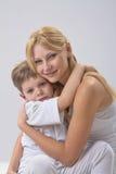Портрет матери и сына стоковые изображения