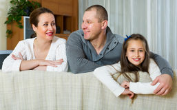 Портрет матери, отца и милой девушки Стоковые Изображения