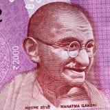 Портрет Махатма Ганди на индейце 2000 банкнот рупии стоковая фотография