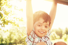 Портрет маленького индийского мальчика outdoors Стоковая Фотография