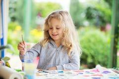 Портрет маленькой белокурой картины девушки, лета внешнего Стоковое Фото