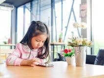Портрет маленькой девочки Азии милой стоковые изображения rf