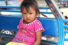 Портрет маленькой девочки в tuk tuk, Лаос Стоковое Фото