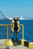 Портрет маленькой девочки на предпосылке моря Стоковые Изображения RF