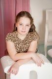 Портрет маленькой девочки, розовой предпосылки Стоковые Изображения RF