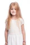 Портрет маленькой девочки смотря немного тревоженое стоковая фотография rf