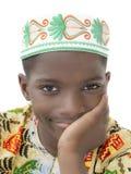 Портрет мальчика Афро усмехаясь, 10 лет, изолированный Стоковые Изображения
