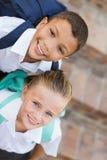 Портрет мальчика и девушки в школьной форме стоковое изображение