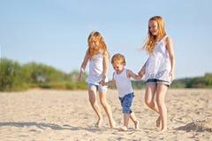 Портрет мальчика и его 2 сестер Стоковая Фотография