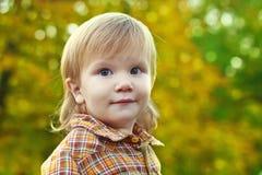 Портрет мальчика на предпосылке bokeh Стоковая Фотография RF
