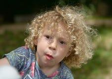 Портрет мальчика с вьющиеся волосы стоковое фото rf