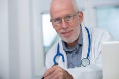 Портрет медицинского доктора с стетоскопом Стоковое Изображение