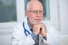 Портрет медицинского доктора с стетоскопом Стоковые Фотографии RF