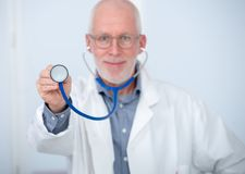 Портрет медицинского доктора с стетоскопом Стоковое фото RF