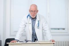 Портрет медицинского доктора с стетоскопом Стоковые Фото
