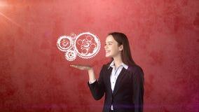 Портрет механизма покрашенного удерживанием вахты женщины на открытой ладони руки, изолированной предпосылки студии владение дома Стоковые Изображения RF
