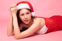 Портрет милой азиатской девушки Санта Клауса рождества стоковые изображения