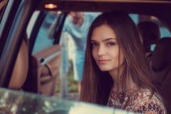 Портрет милой девушки в автомобиле Стоковые Фотографии RF