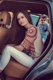 Портрет милой девушки в автомобиле Стоковое Изображение RF