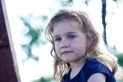 портрет милой девушки напольный Стоковое Фото