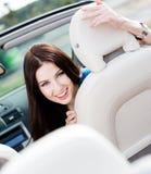 Портрет милой женщины в cabriolet Стоковая Фотография