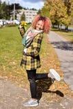 Портрет милой маленькой девочки с красными волосами стоковое фото rf