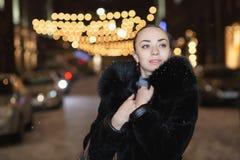Портрет милой молодой дамы стоковые фотографии rf