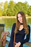 Портрет милой молодой коричневой с волосами девушки стоковое фото rf