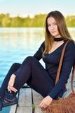 Портрет милой молодой коричневой с волосами девушки стоковые фотографии rf