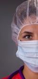 Портрет милых нюни или доктора с хирургической маской и крышкой Стоковое фото RF