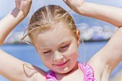 Портрет милой девушки в розовом купальнике Стоковые Фото