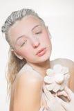 Портрет милой девушки есть зефиры Фото искусства напудренный сахар Стоковое Фото