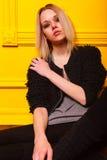 Портрет милой девушки на желтой предпосылке Стоковое фото RF