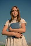 Портрет милой девушки с книгой в их руках Стоковые Фотографии RF