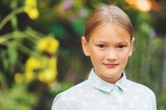 Портрет милой маленькой девочки внешний Стоковая Фотография RF