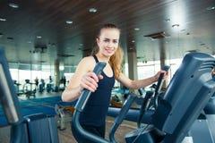 Портрет милой тренировки девушки на специальном спорте Стоковое Фото