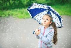 Портрет милой унылой девушки с зонтиком Стоковая Фотография