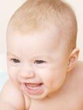 портрет младенца смеясь над стоковая фотография