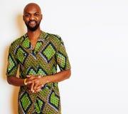 Портрет молодого красивого африканского человека нося яркое ое-зелен nati стоковое фото rf