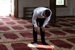 Портрет молодого мусульманского человека стоковые фотографии rf
