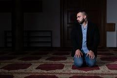 Портрет молодого мусульманского человека стоковое фото rf