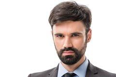 портрет молодого уверенно бизнесмена смотря камеру Стоковые Фото