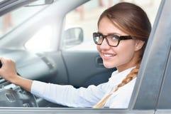 Портрет молодой взрослой коммерсантки в автомобиле Стоковые Фотографии RF