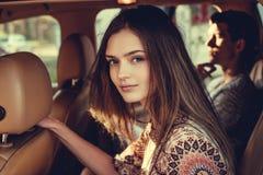 Портрет молодой женщины в автомобиле Стоковые Изображения RF