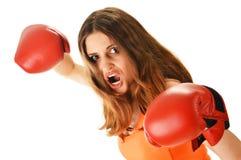 Портрет молодой женщины с красными перчатками бокса Стоковое Фото