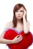Портрет молодой женщины с красным мягким сердцем стоковое фото rf